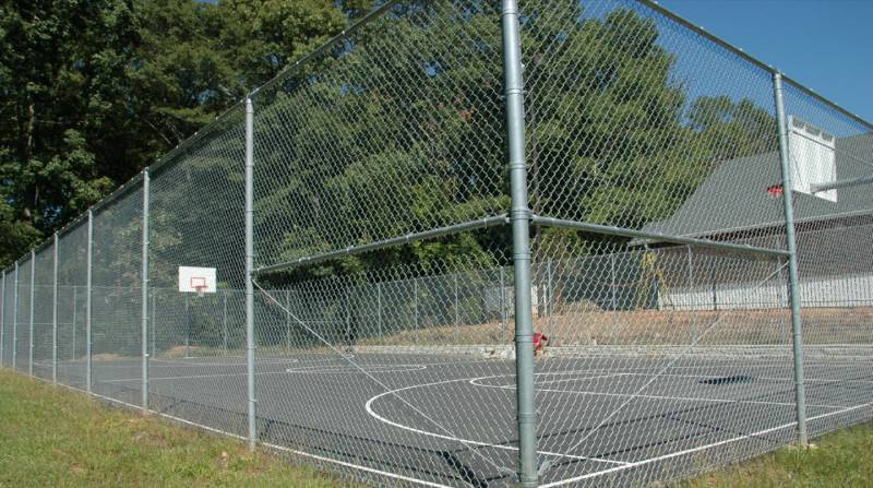 10 feet high chain link fence for basket ball field.