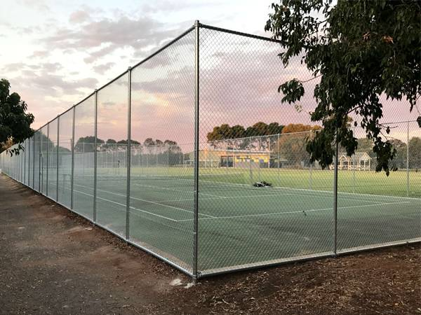 Stainless steel chain link fences are installed surrounding the tennis court.